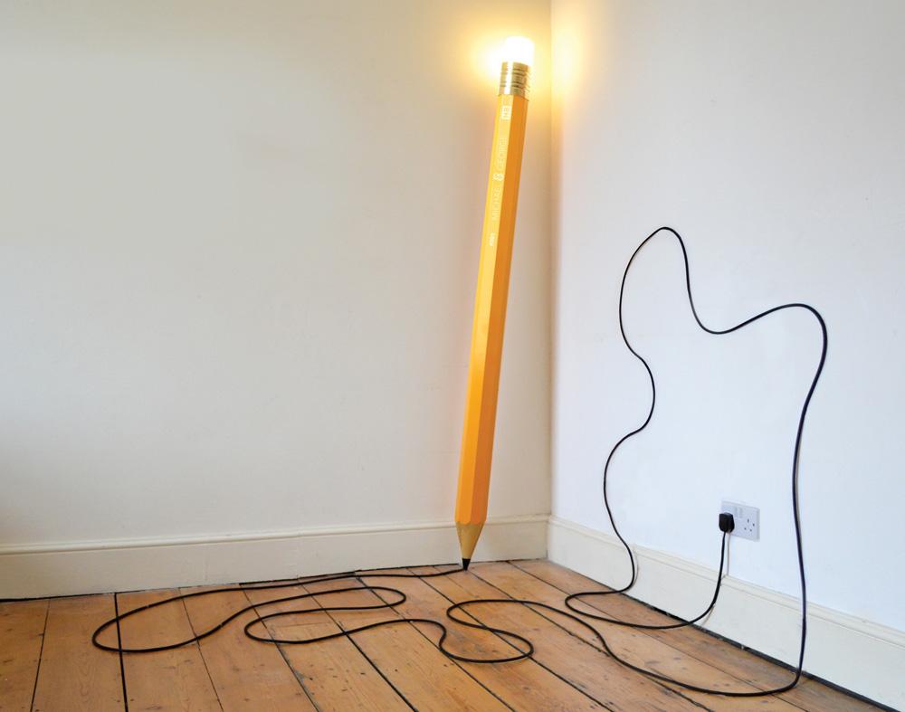 ارسم على الأرضية والجدار بهذا القلم المضيء !